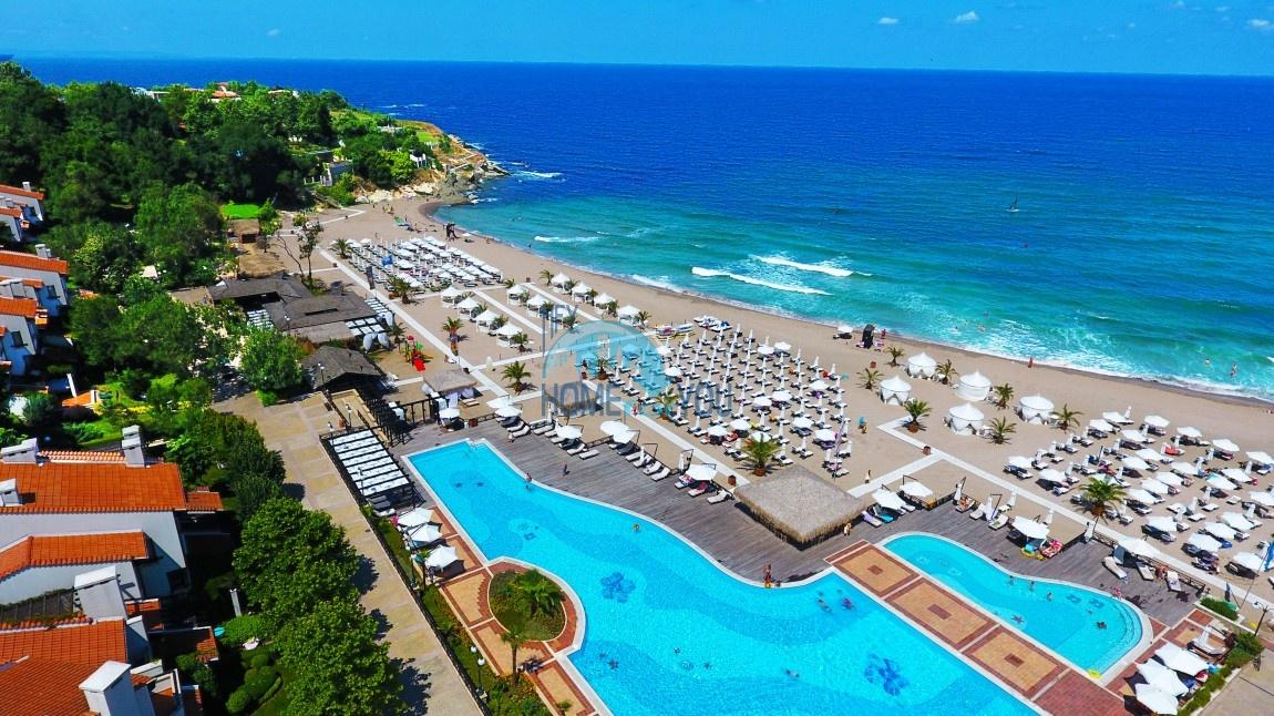 Продается двухкомнатная квартира с видом на море в Оазис Резорт и Спа, Лозенец 27