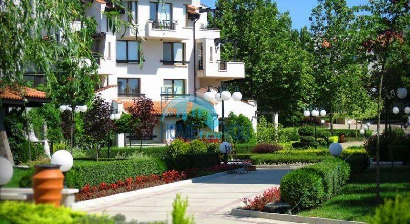 Двухкомнатный апартамент с высокими потолками и морской панорамой в элитном Оазис Резорт и Спа, Лозенец 10