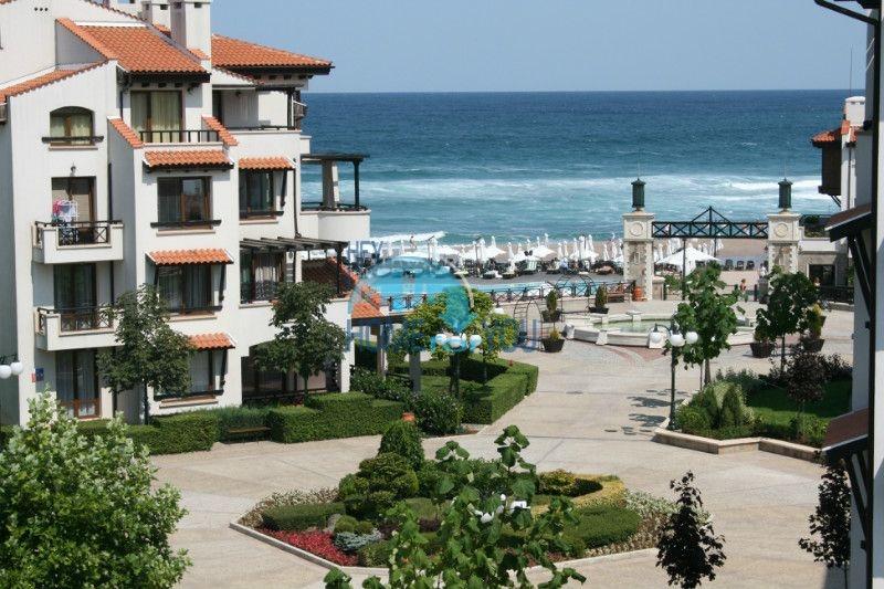 Двухкомнатный апартамент с высокими потолками и морской панорамой в элитном Оазис Резорт и Спа, Лозенец 2