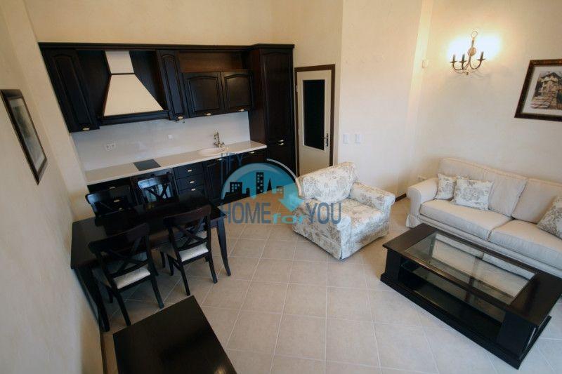 Двухкомнатный апартамент с высокими потолками и морской панорамой в элитном Оазис Резорт и Спа, Лозенец 3