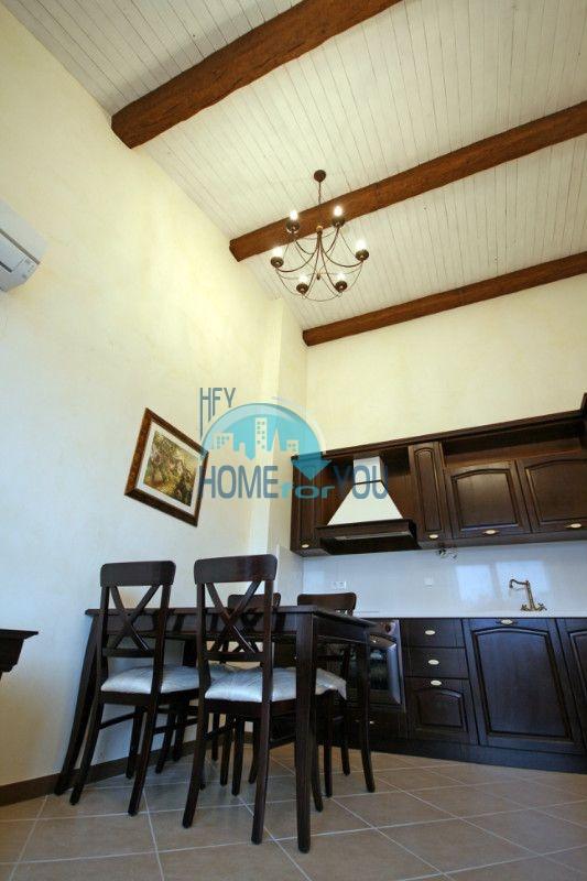 Двухкомнатный апартамент с высокими потолками и морской панорамой в элитном Оазис Резорт и Спа, Лозенец 4