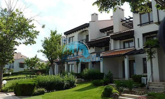 Двухкомнатный апартамент с высокими потолками и морской панорамой в элитном Оазис Резорт и Спа, Лозенец 9