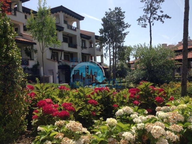 Светлая двухкомнатная квартира с прекрасным видом в роскошном комплексе Oasis Resort And Spa, Лозенец 15