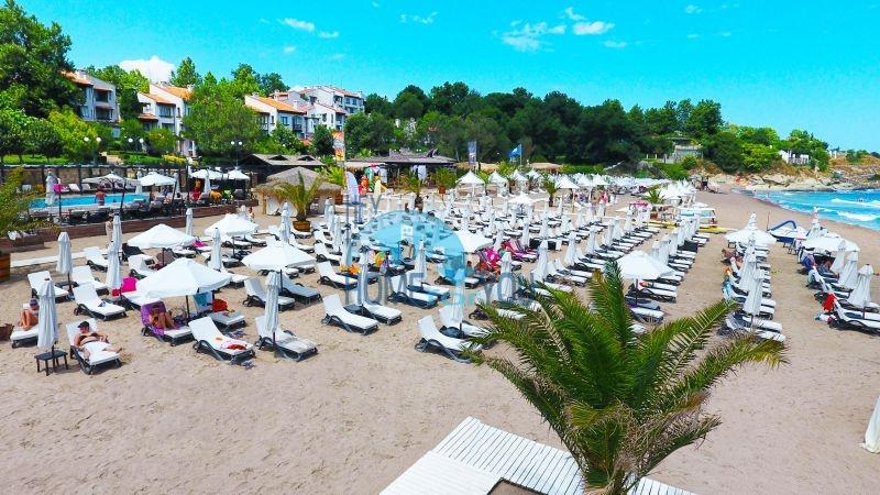 Светлая двухкомнатная квартира с прекрасным видом в роскошном комплексе Oasis Resort And Spa, Лозенец 16