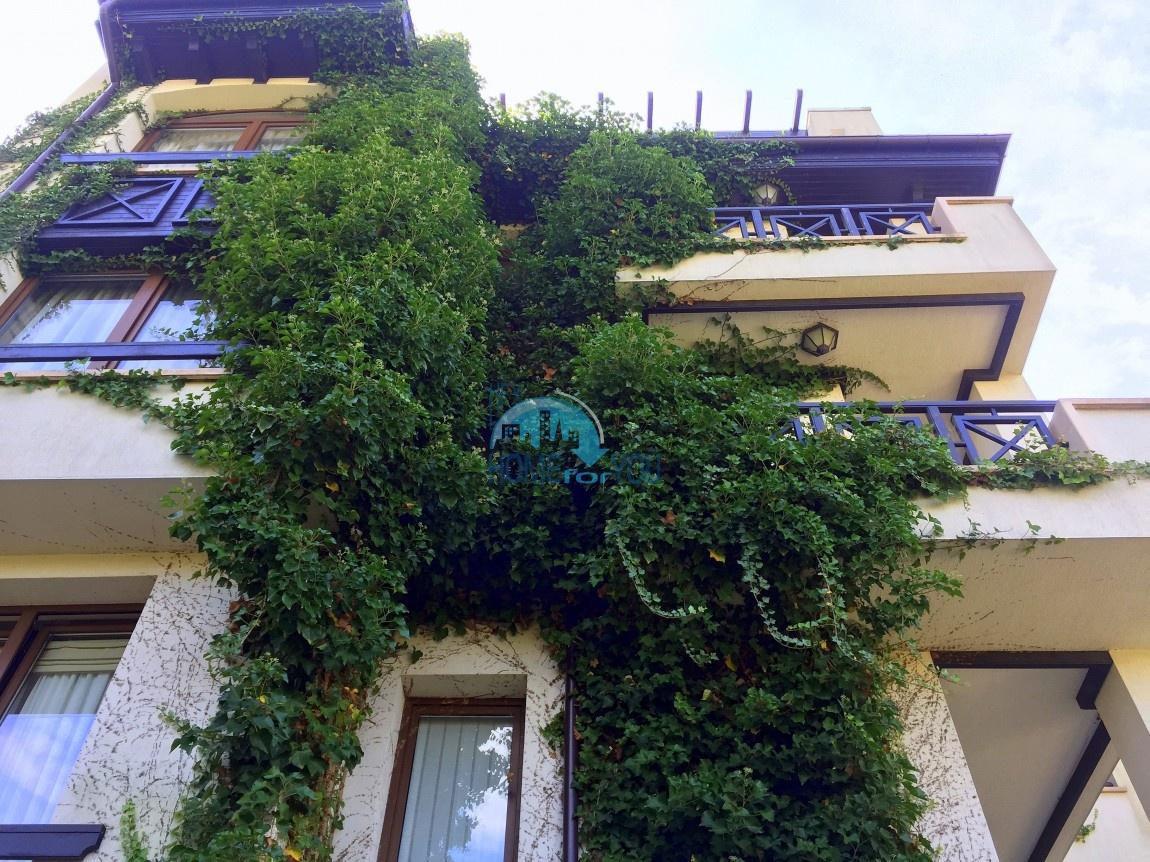 Прекрасная обширная однокомнатная квартира по выгодной цене в элитном комплексе Oasis Resort & Spa, уютный курорт Лозенец