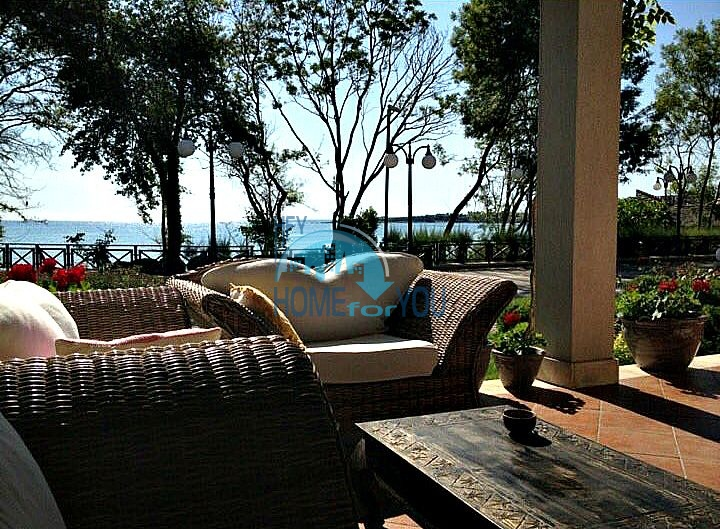 Трехкомнатная квартира с видом на море в Лозенце