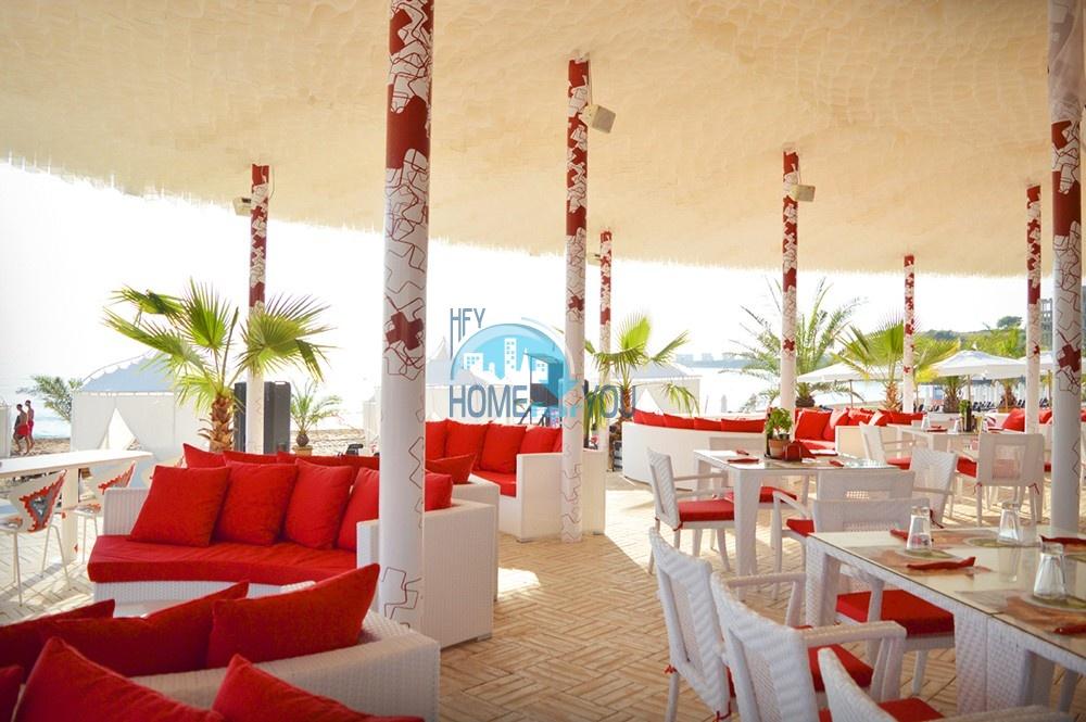 Шикарная трехкомнатная квартира в уникальном комплексе Oasis Resort & Spa на первой линии моря в п. Лозенец 14