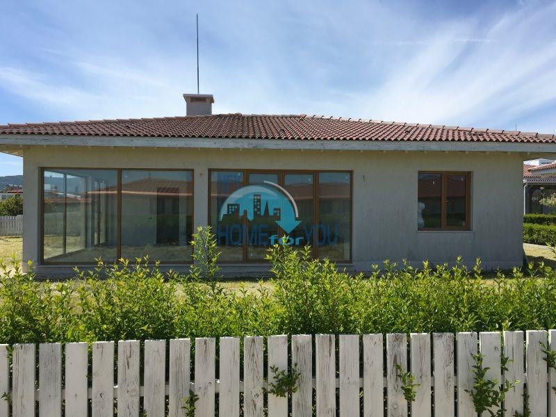 Светлый просторный дом на морском курорте Лозенец