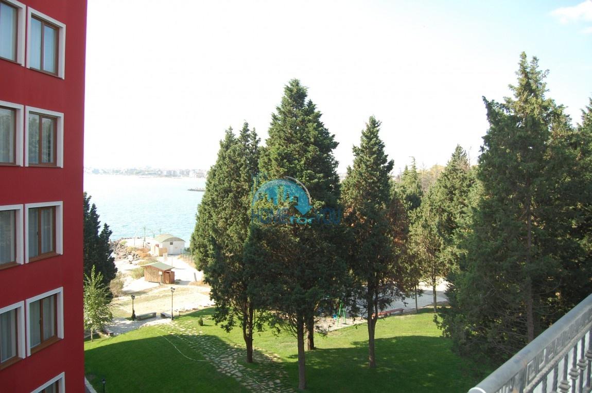Двухкомнатная квартира на первой линии, с видом на море в  комплексе Рич, Несебр