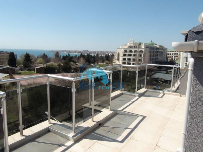 Двухуровневая просторная квартира с видом на море в Несебре 15