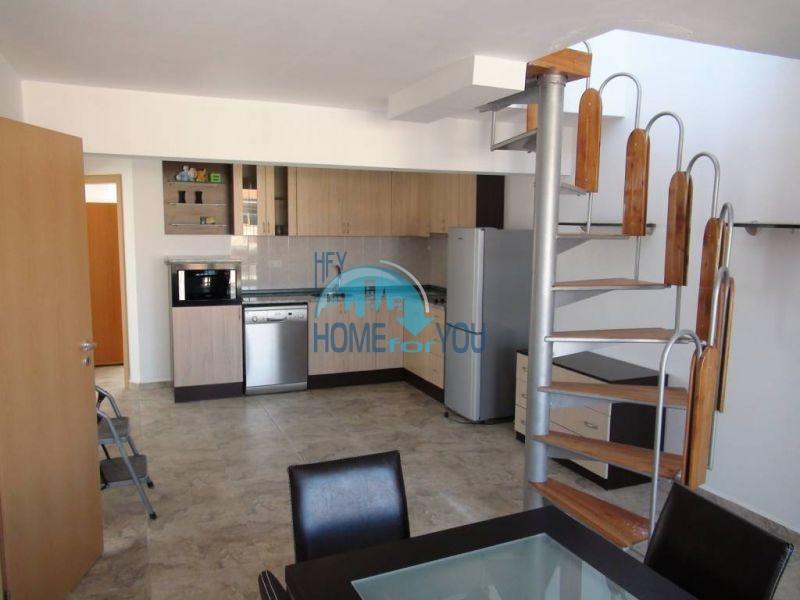Двухуровневая просторная квартира с видом на море в Несебре