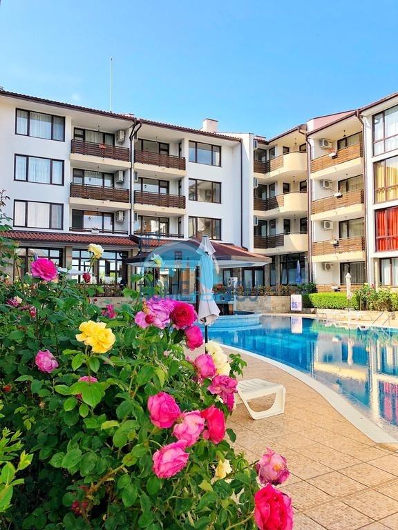 Просторные апартаменты на море рядом с курортом Солнечный берег - комфортабельный комплекс