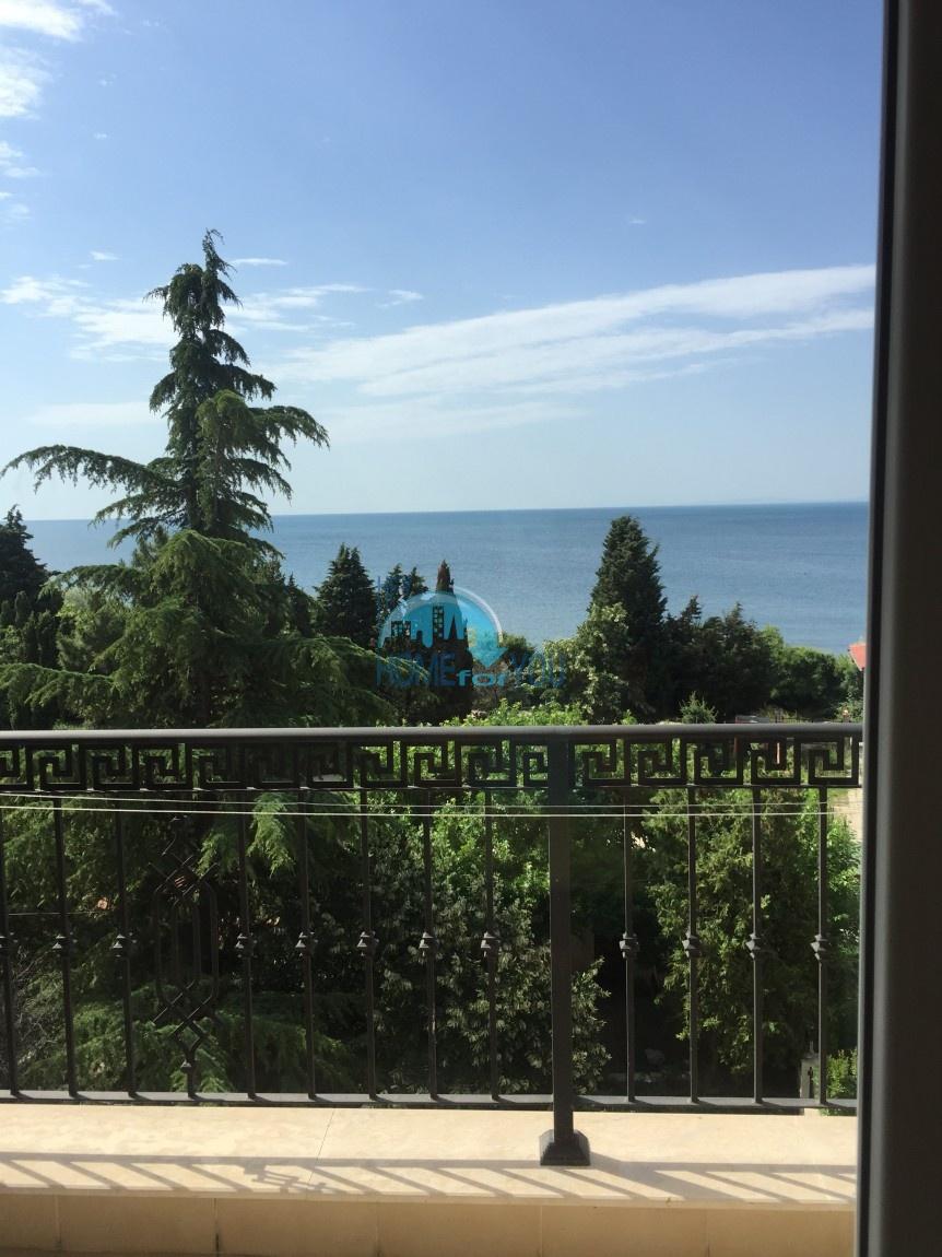 Меблированная двухкомнатная квартира с панорамным видом на море в Несебре