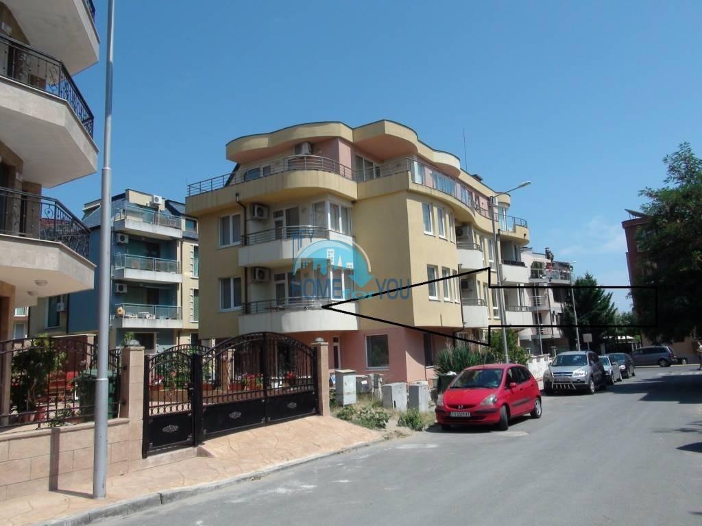 Несебр, район ,,Черное море''. Большая трехкомнатная квартира