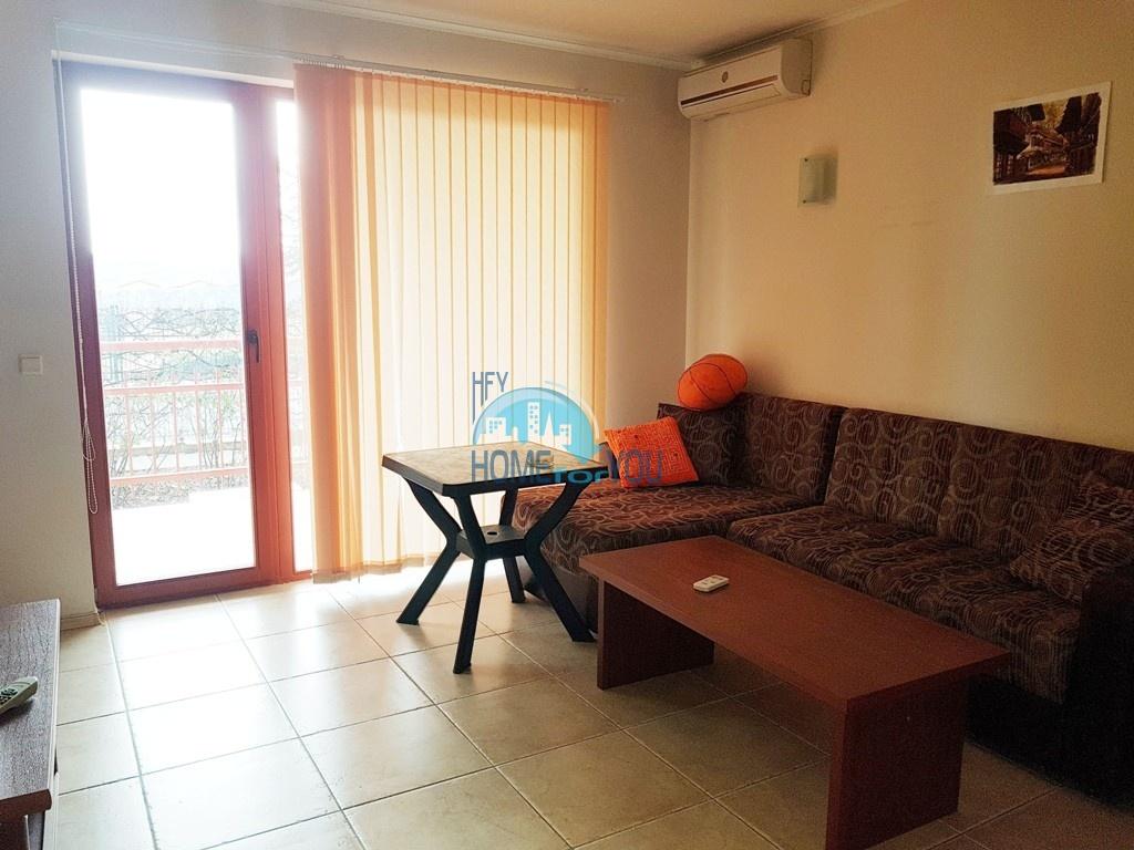 Просторная двухкомнатная квартира с большой террасой в Несебре