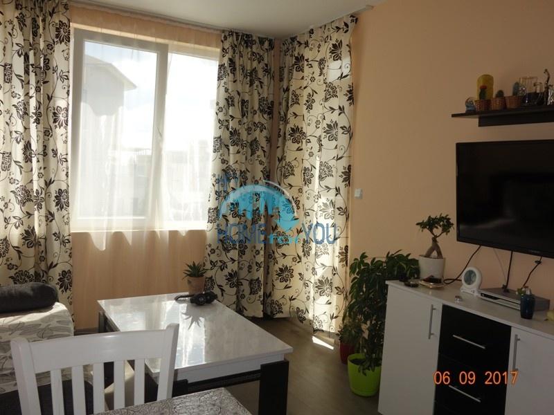 Трехкомнатная квартира в жилом доме в Несебре, квартал Аурелия