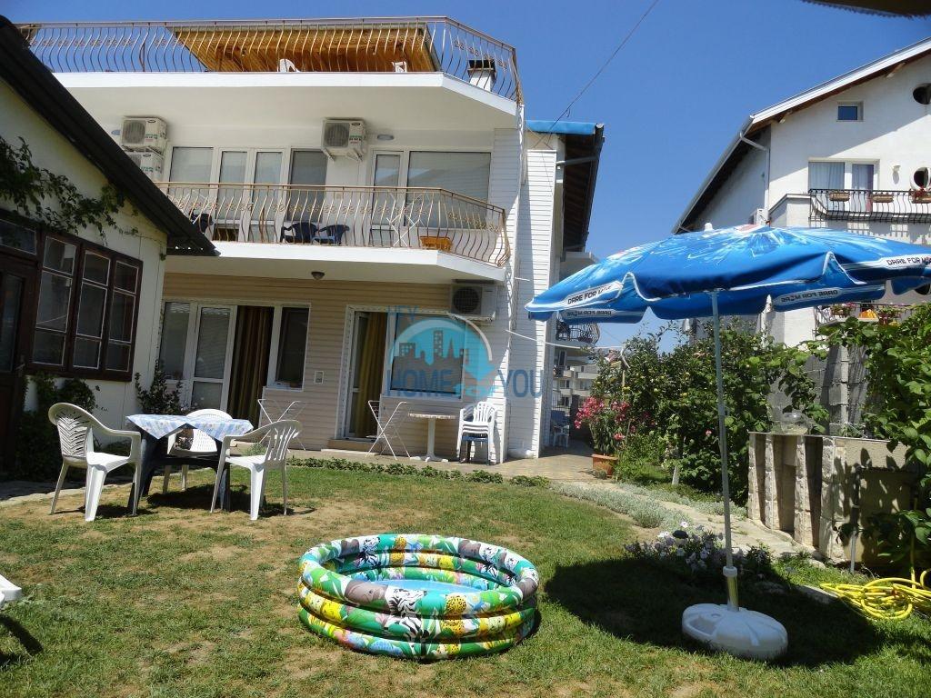 Обзор. Большой дом для гостей с двором в 80 м. от берега моря