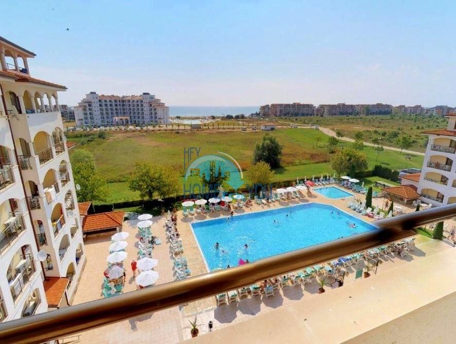 Просторная трехкомнатная квартира с видом на море и зеленую равнину в превосходном комплексе Sunrise, курорт Обзор