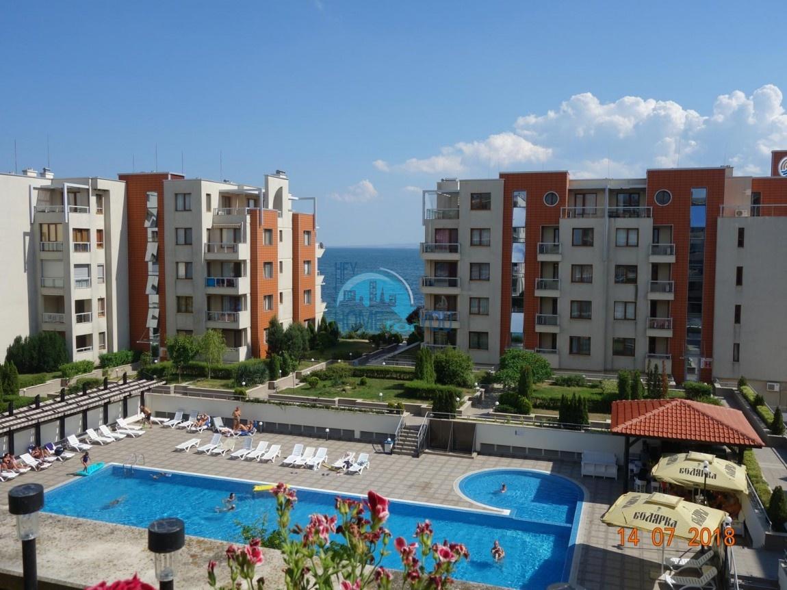Апартамент с двумя спальнями, Поморие. Первая линия, с прекрасном видом на море.