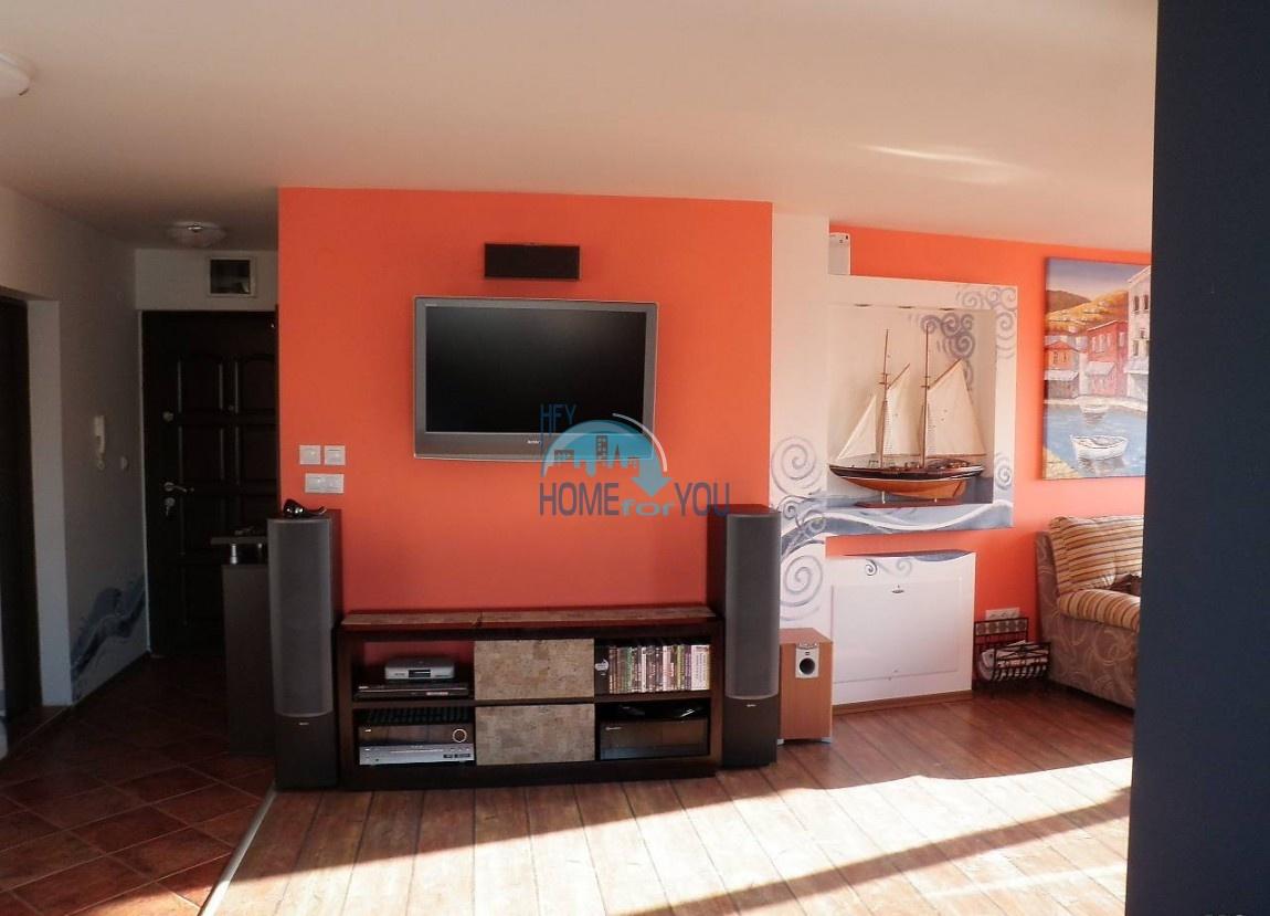 Элитная трехкомнатная квартира с видом на море в Поморие