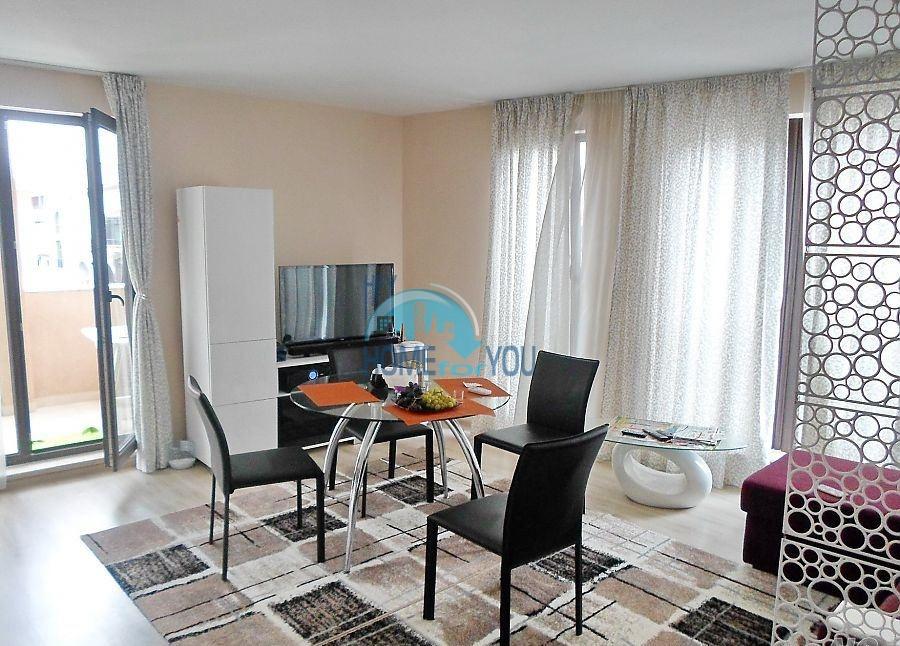 Готовая трехкомнатная квартира для постоянного проживания в Поморие