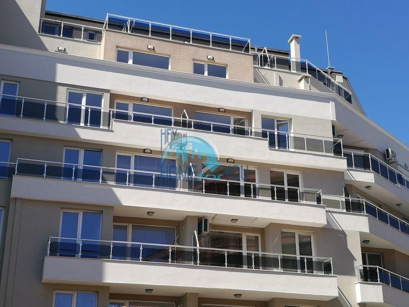 Новая четырехкомнатная квартира для постоянного проживания в Поморие