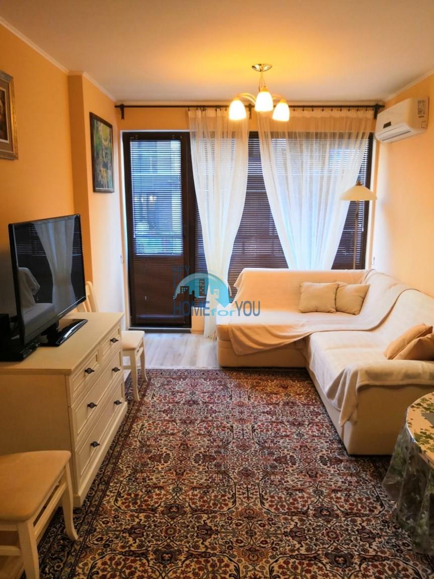 Новая, отличная двухкомнатная квартира на первой линии моря в Поморие