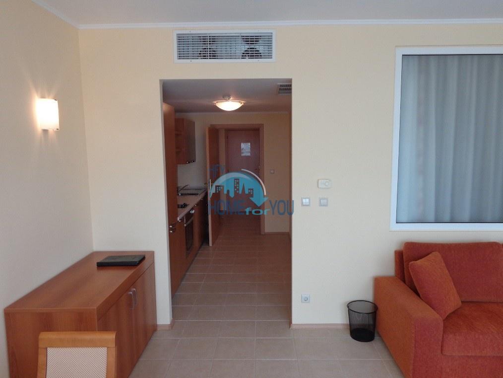 Отличная двухкомнатная квартира с видом на море, на первой линии  в Поморие 11
