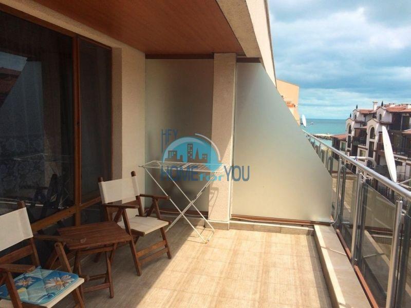 Просторная студия с видом на море на первой линии в Поморие