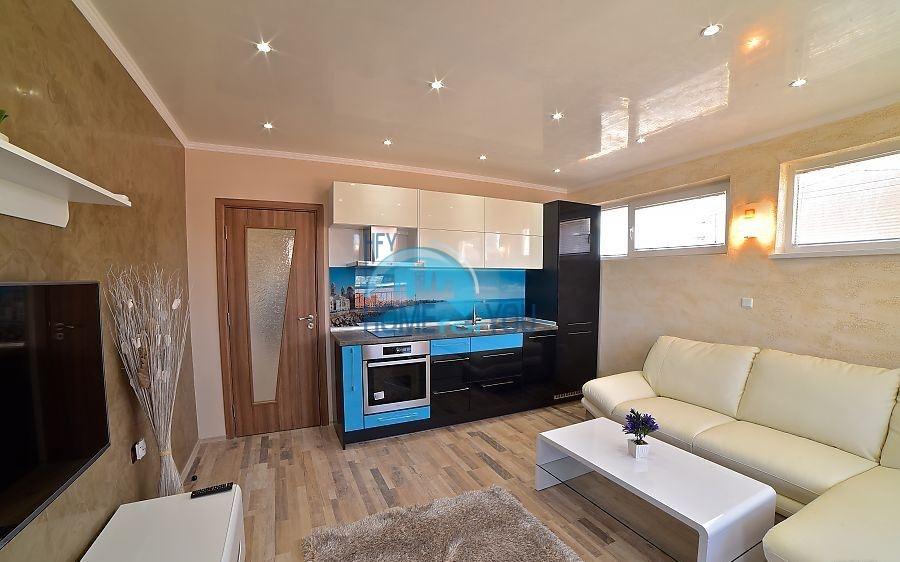 Новая трехкомнатная квартира на первой линии в Поморие 2