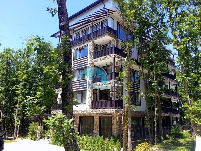 «Грийн Парадайз I» в центре Приморско - уютные апартаменты недалеко от пляжа.