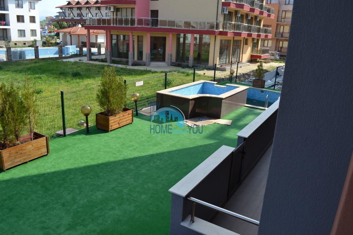 Большая двухкомнатная квартира с видом на море в Равде