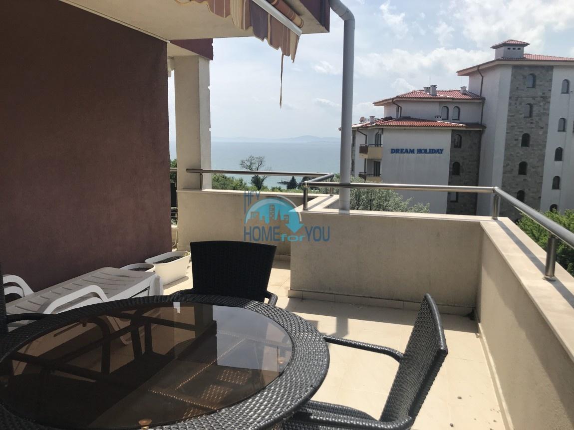 Чудесная двухкомнатная квартира с видом на море в Равде