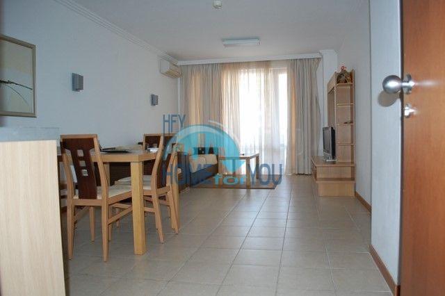 Двухкомнатная квартира на первой линии моря в комплексе Эмеральд, Равда