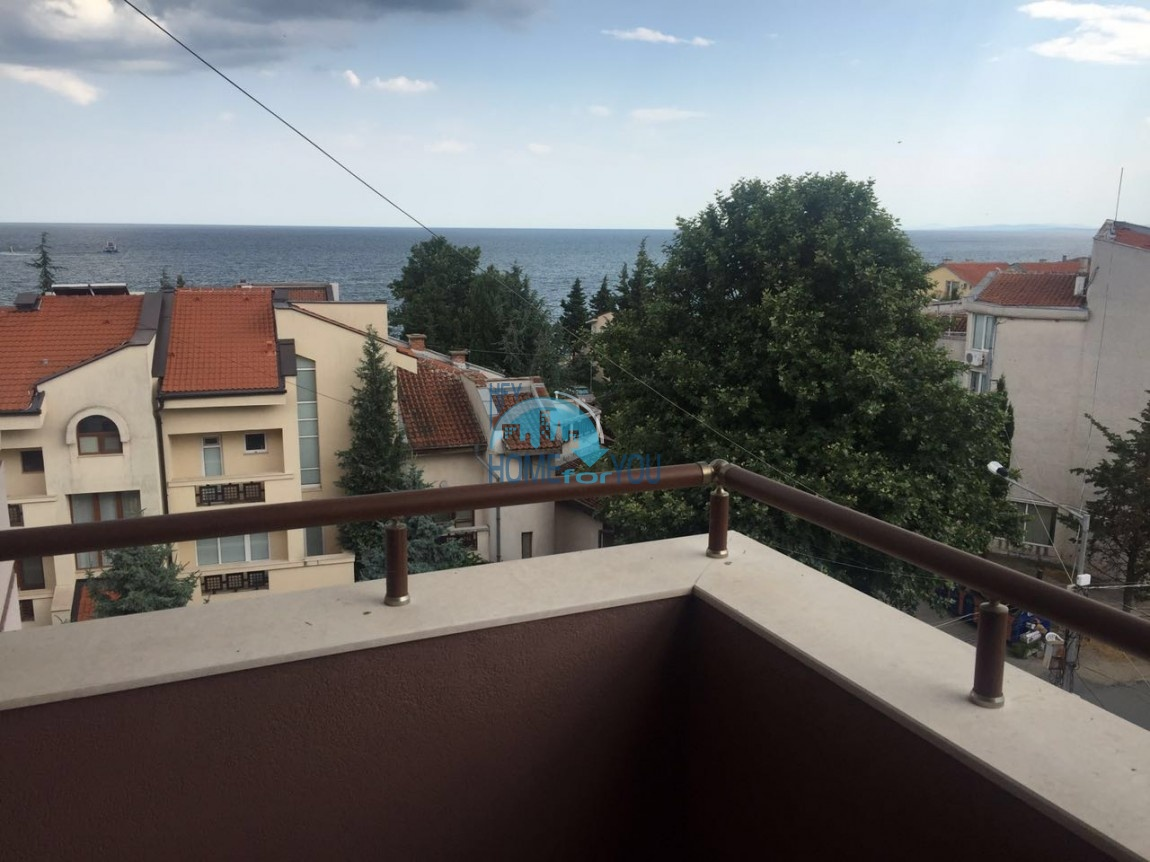Двухкомнатная квартира с видом на море в жилом доме в Равде