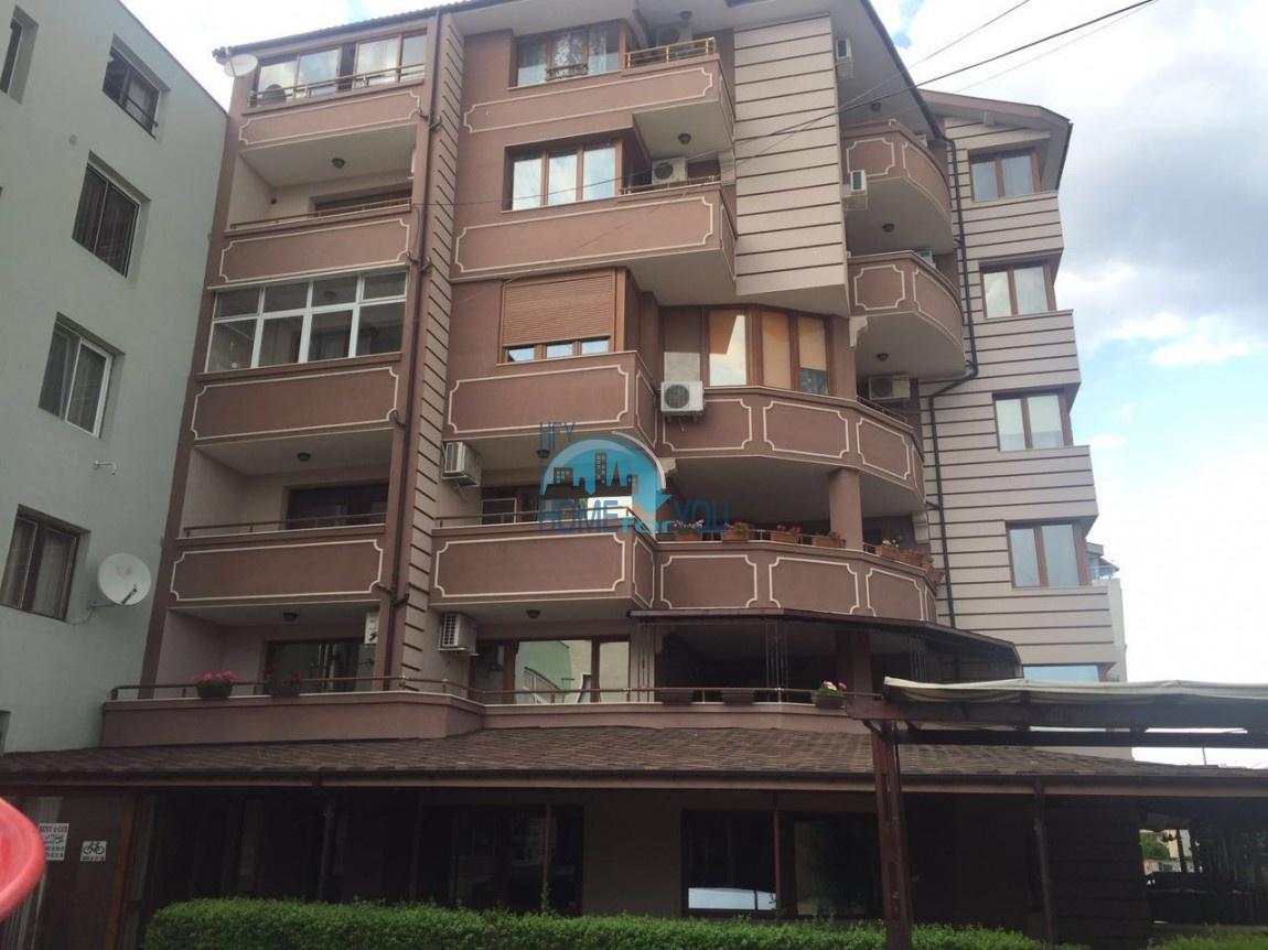 Двухкомнатная квартира с видом на море в жилом доме в Равде 7