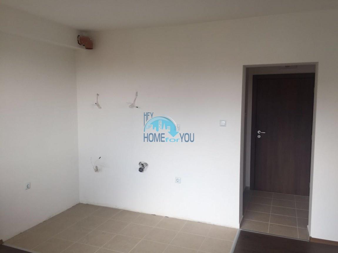 Двухкомнатная квартира с видом на море в жилом доме в Равде 4