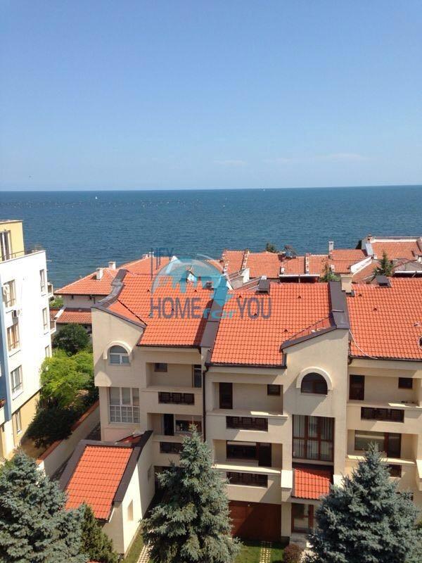 Двухкомнатная квартира с видом на море в жилом доме в Равде 2