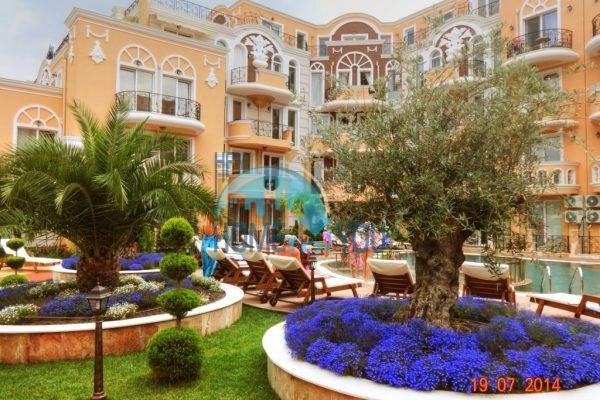 Двухкомнатная квартира в элитном жилом комплексе в Равде