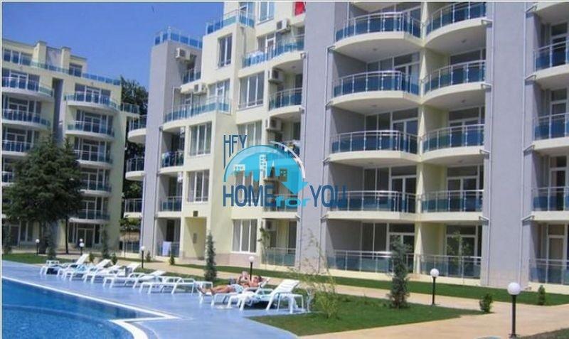 Шикарная трехкомнатная квартира на первой линии моря в отличном комплексе Оазис, курортный поселок Равда