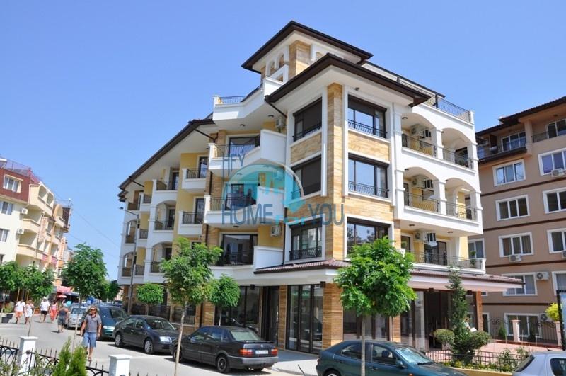 Снижена цена - элитная двухкомнатная квартира на первой линии в Равде