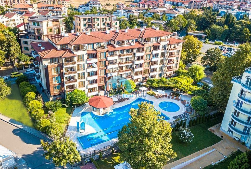 Прекрасные апартаменты вблизи морского побережья в комплексе закрытого типа, центр городка Равда