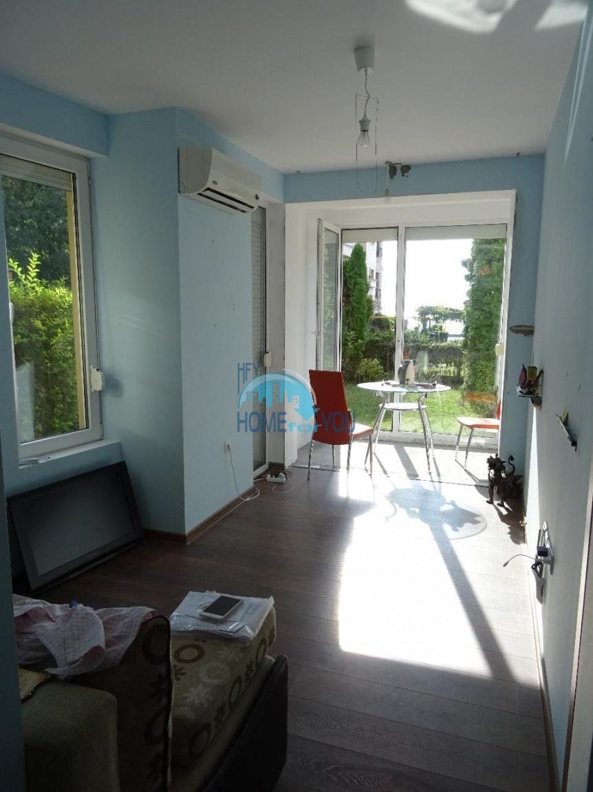 Меблированная двухкомнатная квартира с видом на море в Равде