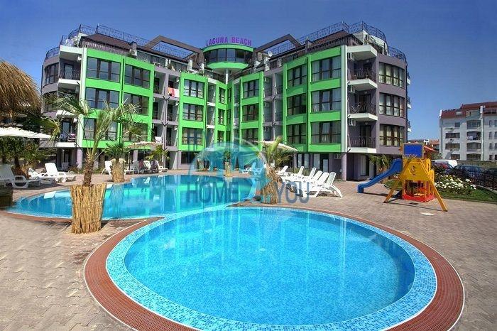 Недорогая двухкомнатная квартира на продажу в городке Равда