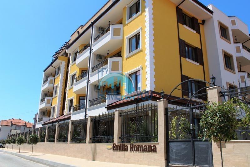 Недорогая двухкомнатная квартира у моря в Равде для ПМЖ