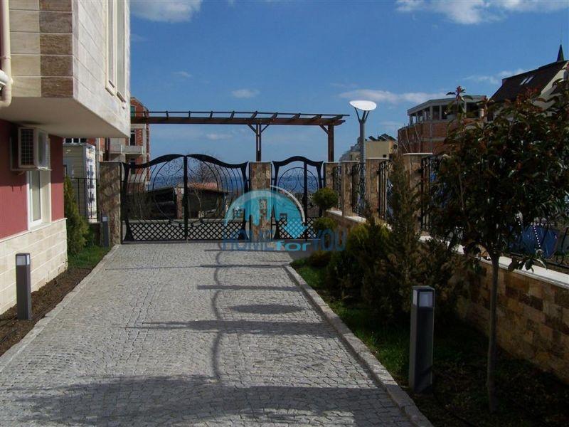 Недорогая трехкомнатная квартира в центре города Равда 5