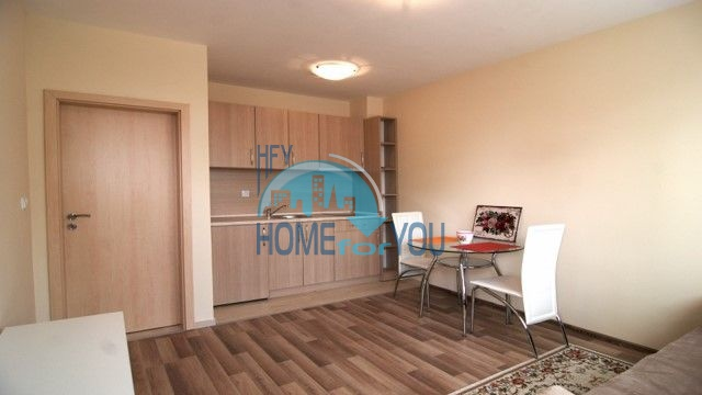 Новая меблированная квартира в элитной новостройке в центре Равды