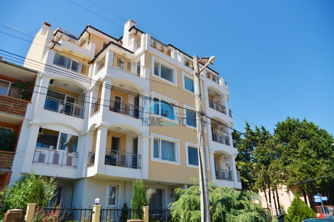Отличная трехкомнатная квартира на море в Равде - для ПМЖ