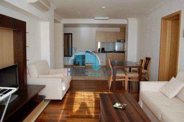 Трехкомнатная квартира на первой линии моря в комплексе Эмеральд, Равда