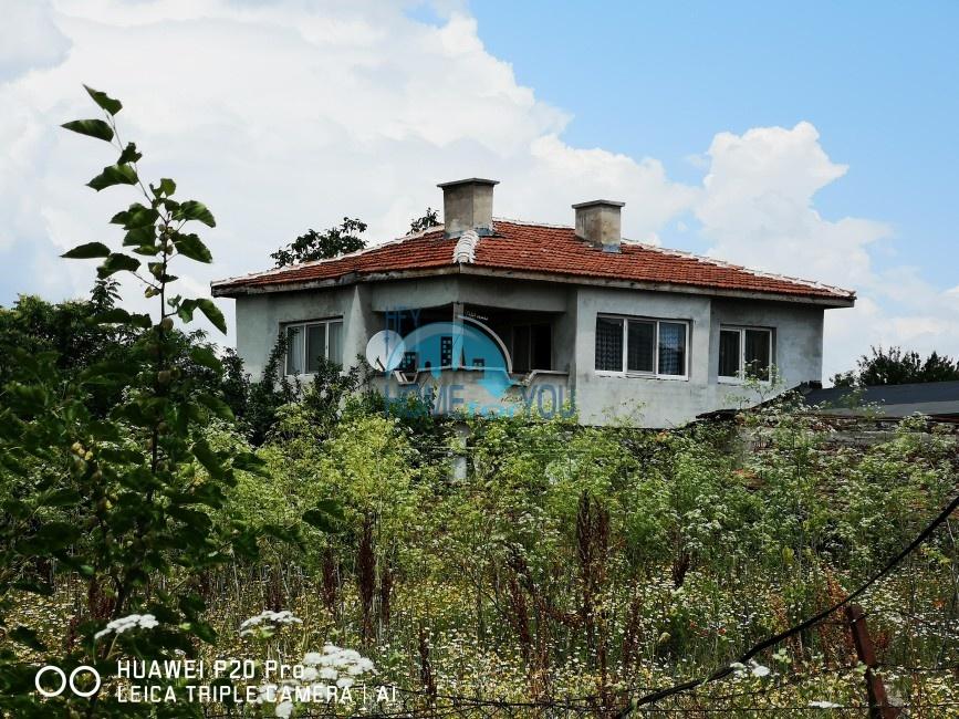 Большой двухэтажный дом с большим двором в деревне Аспарухово, Бургас
